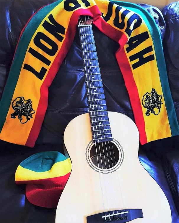 rasta-scarf-hat-and-guitar